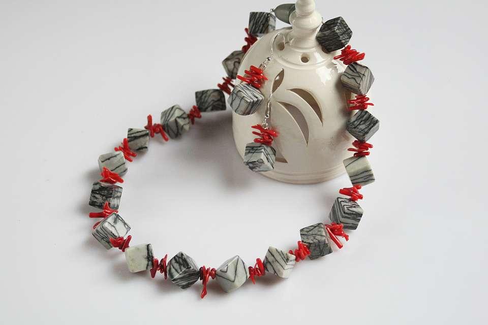 Kette-grau-rot  (Schmuck: aktuelle Kollektion)